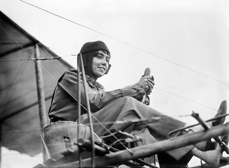 Hélène Dutrieu in her aeroplane, c. 1911|© Bain News Service/Wiki Commons