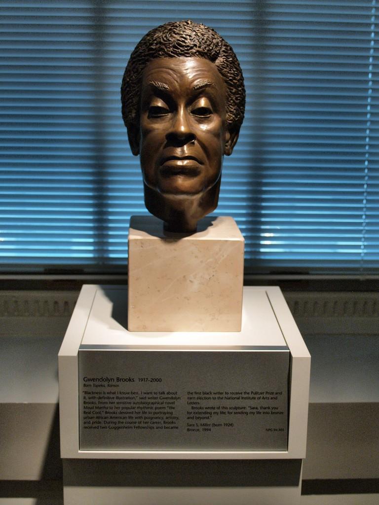 Bronze Portrait Bust of Gwendolyn Brooks | © takomabibelot/Flickr