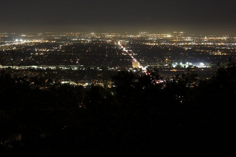 San Fernando Valley at Night from Mulholland Drive © Peetlesnumber1/WikiCommons