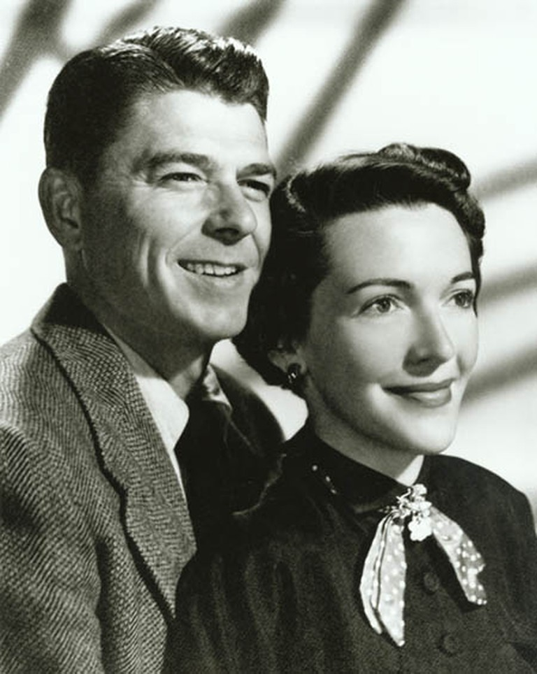 Engagement photograph of Ronald Reagan and Nancy Davis 1952 | © Ronald Reagan Library/WikiCommons
