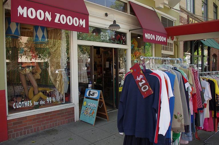 Northern California, Santa Cruz County, Monterey Bay North, City of Santa Cruz, storefront, escaparate, secondhand clothing, ropa de segunda mano