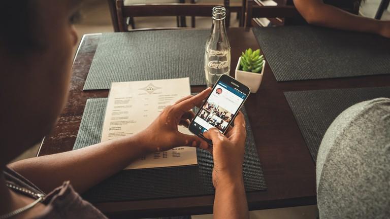 Using instagram to get involved|© YashilG/Pixabay