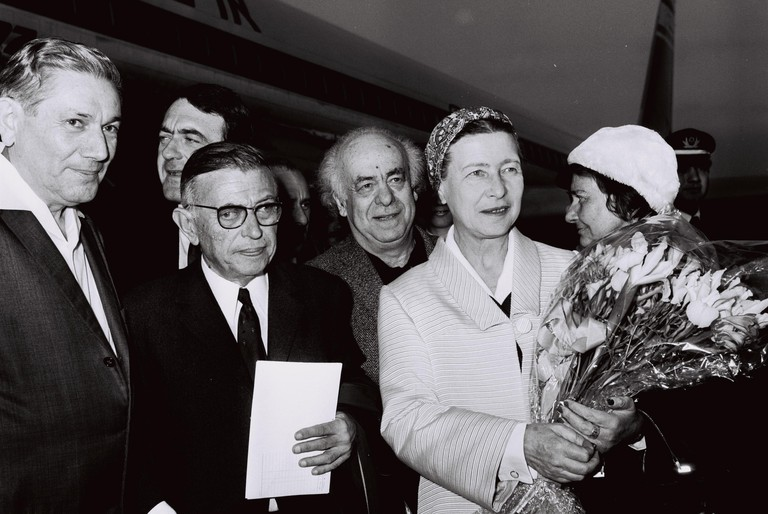 Jean Paul Sartre and Simone De Beauvoir (1967) | ©Milner Koshe / Flickr