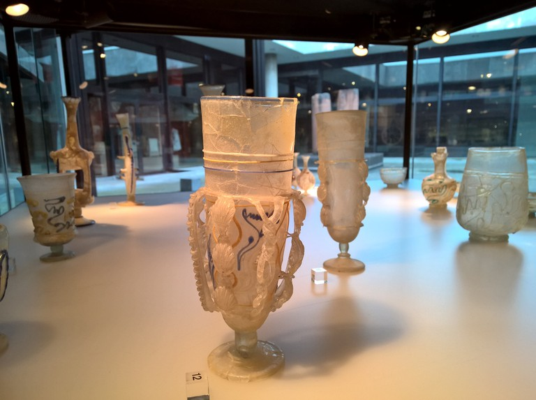 Roman glass, Roman-Germanic Museum Cologne | © Robert Hugill
