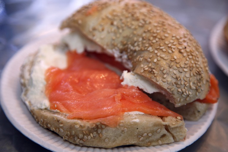 Bagel with cream cheese and lox | © Simon Law/Flickr