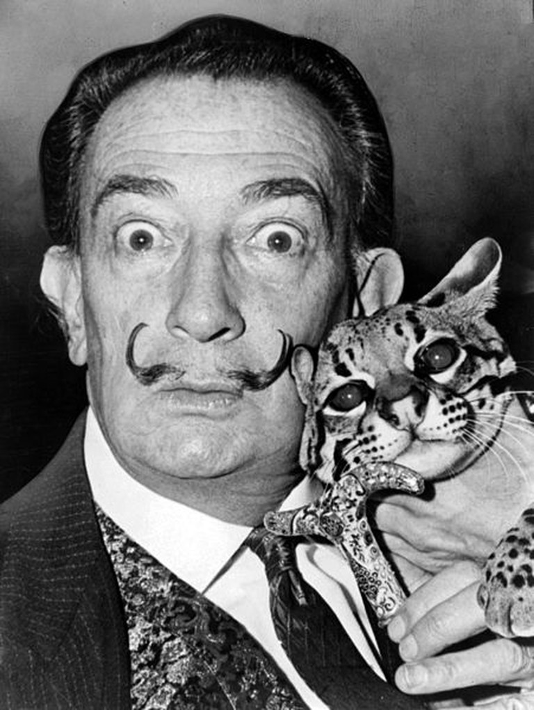 Salvador Dali with Babou, the ocelot and cane © Roger Higgins/ WikiCommons