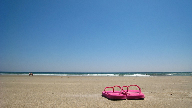 Flip flops are an essential item for the beach | © |vv@ldzen|/Flickr