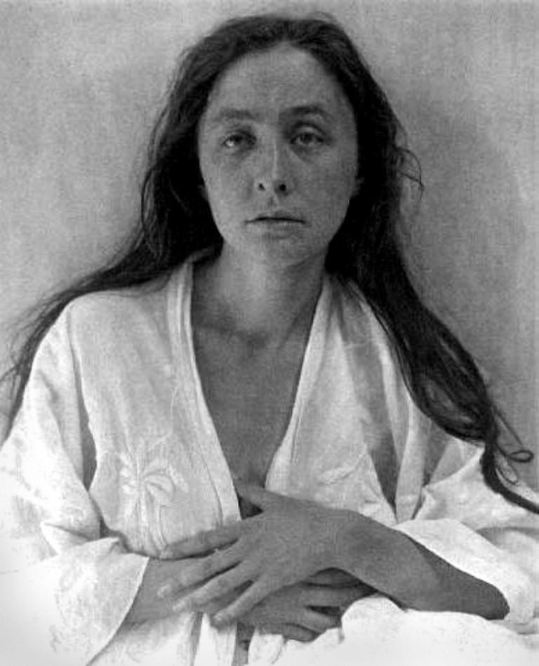 A Stieglitz portrait of Georgia O'Keeffe.  © Alfred Stieglitz/wikicommons