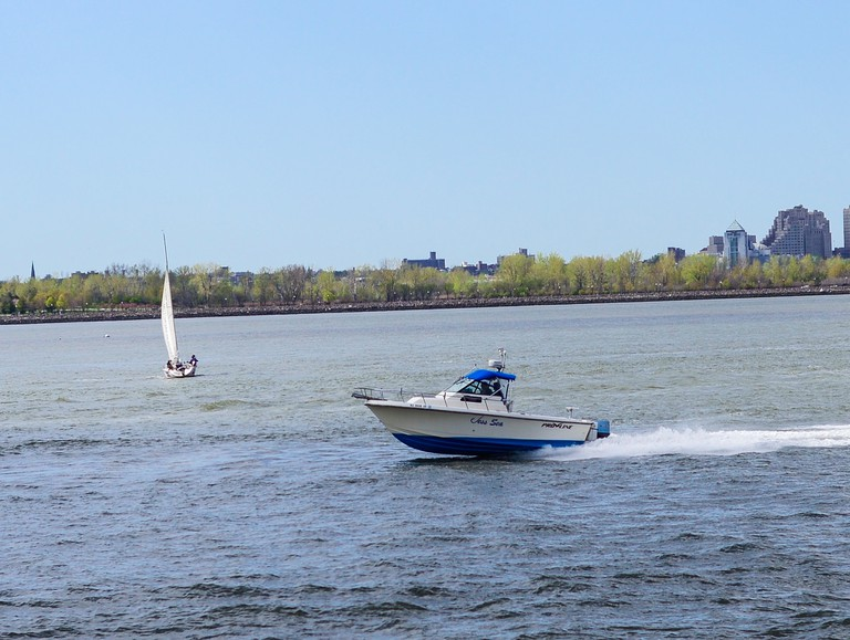 Boats in the Hudson River | © Smart Scott Photography