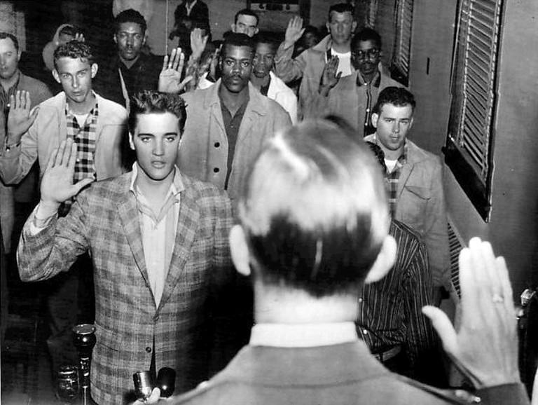 Elvis Sworn Into Army | © Associated Press/WikiCommons
