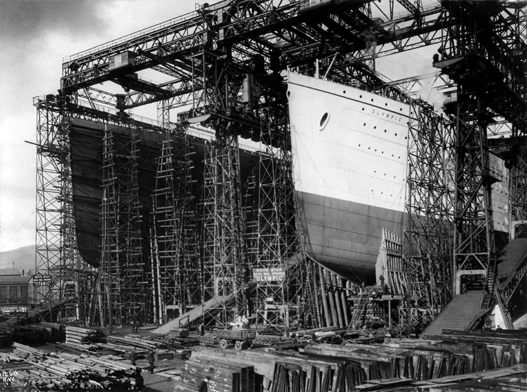 RMS Titanic and RMS Olympic under construction at Harland & Wolff shipyards, Belfast, ca. 1910 | © trialsanderrors/Flickr