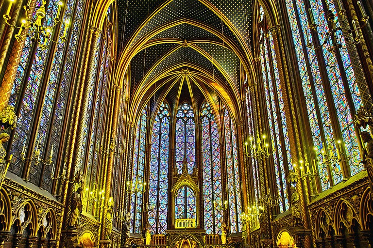 Sainte-Chapelle Interior - © Michael D. Hill Jr./wikicommons