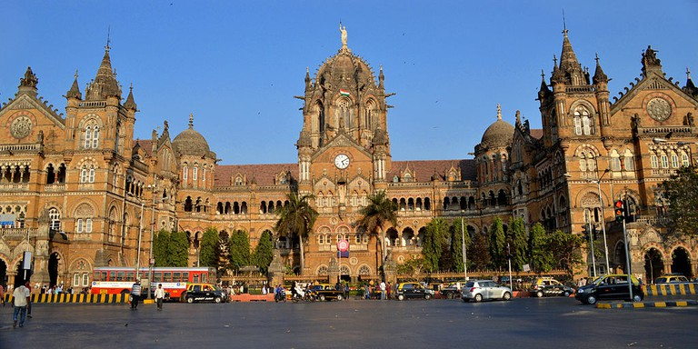 Chhatrapati Shivaji Terminus, 2011 | © Joe Ravi/ WikiCommons