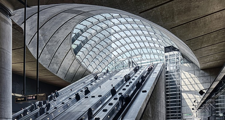 Canary Wharf Station Interiors © David Skinner/Flickr