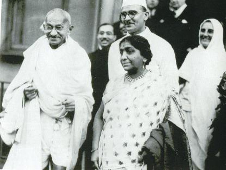 Sarojini Naidu with Gandhi | © Unknown/WikiCommons