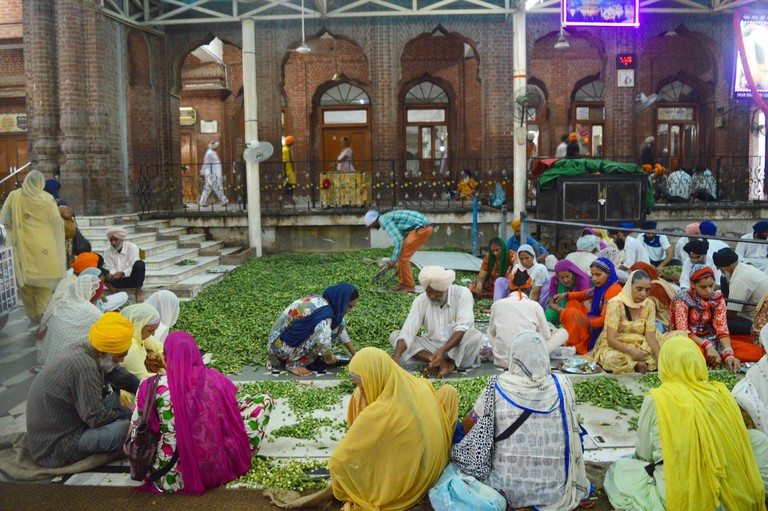 Devotees volunteer at the community kitchen as a form of worship |© Darshita Thakker