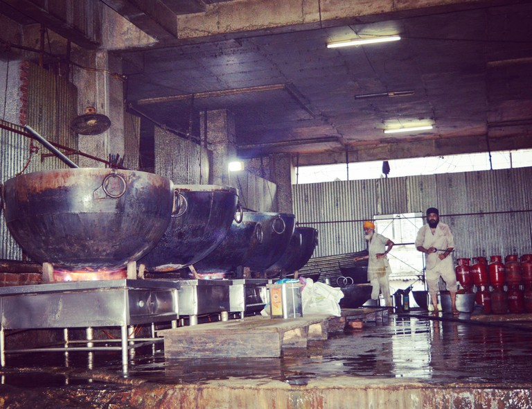 Large scale cooking in progress at the community kitchen |© Darshita Thakker