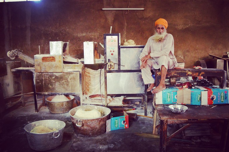 An automated roti machine which rolls out over 100,000 rotis a day |© Darshita Thakker