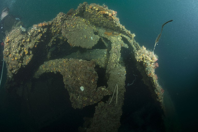 HMAS_Perth_(D29)_wreck_photo_01_in_October_2015