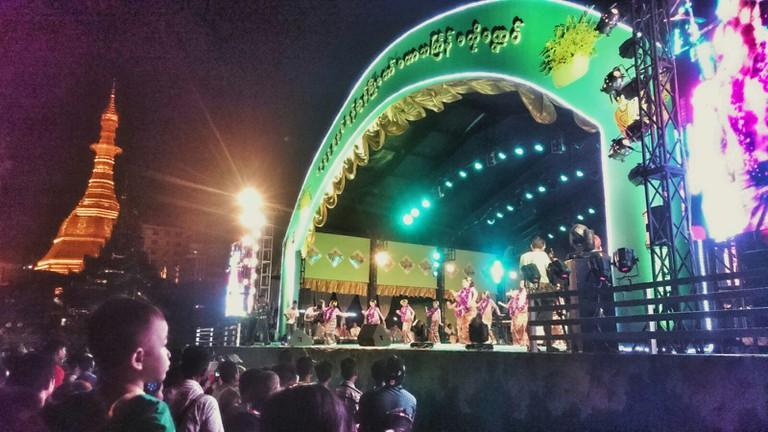 Traditional dancing during Thingyan, Yangon © Kirsten Henton