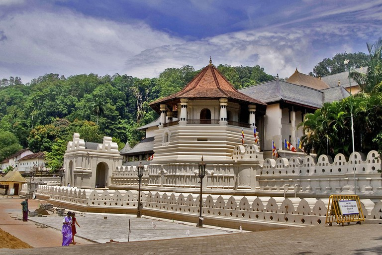 Temple of the Tooth, Kandy, Sri Lanka | © Hafiz Issadeen/Flickr