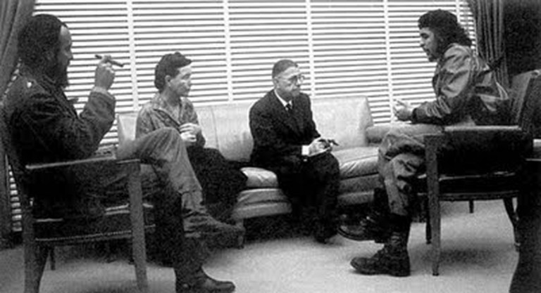 Simone de Beauvoir with Antonio Nuñez, Che Guevara, and Jean-Paul Sarte | © Alberto Korda