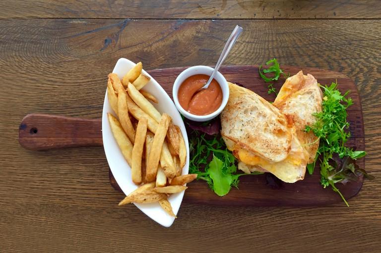 Sandwich and Salad from The Grove | © Steyn Viljoen/Pexels