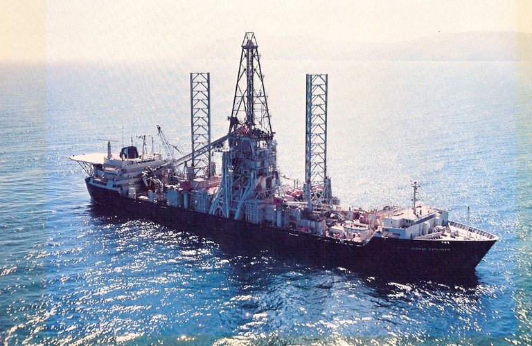 Color photo of the Hughes Glomar Explorer @ U.S. Government/Wikipedia