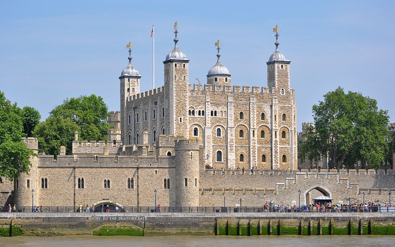 Tower of London from the River Thames | © Bob Collowân / WikiCommons