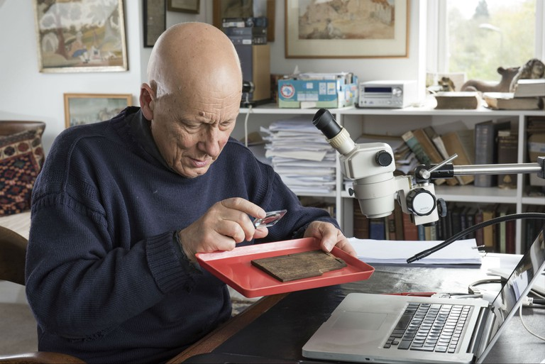 Roger Tomlin deciphers the Bloomberg tablets | Courtesy of MOLA