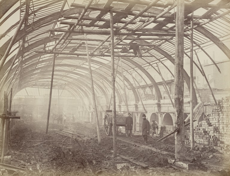 Construction of a Metropolitan Railway station, about 1861 | © National Railway Museum / Flickr