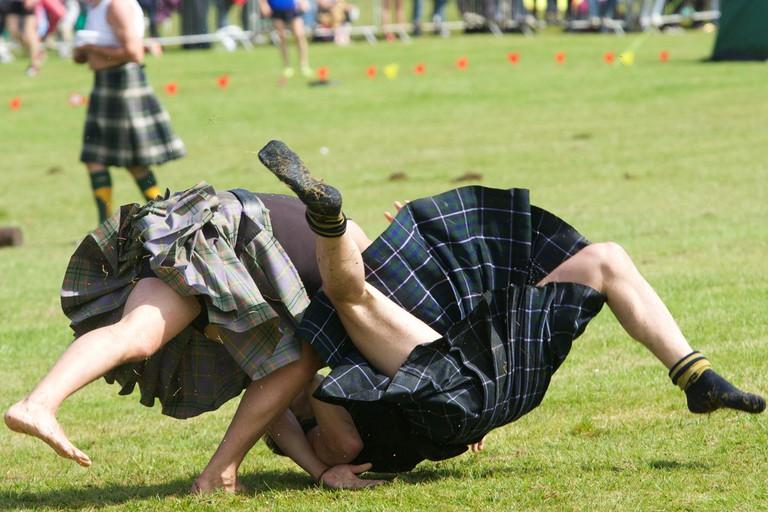 Scottish Backhold Cumberland Wrestling at the Loch Lomond Highland Games | © Ian Robertson / Flickr
