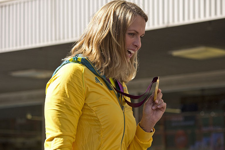 Libby Trickett displaying her gold medal at the Welcome Home parade in Sydney