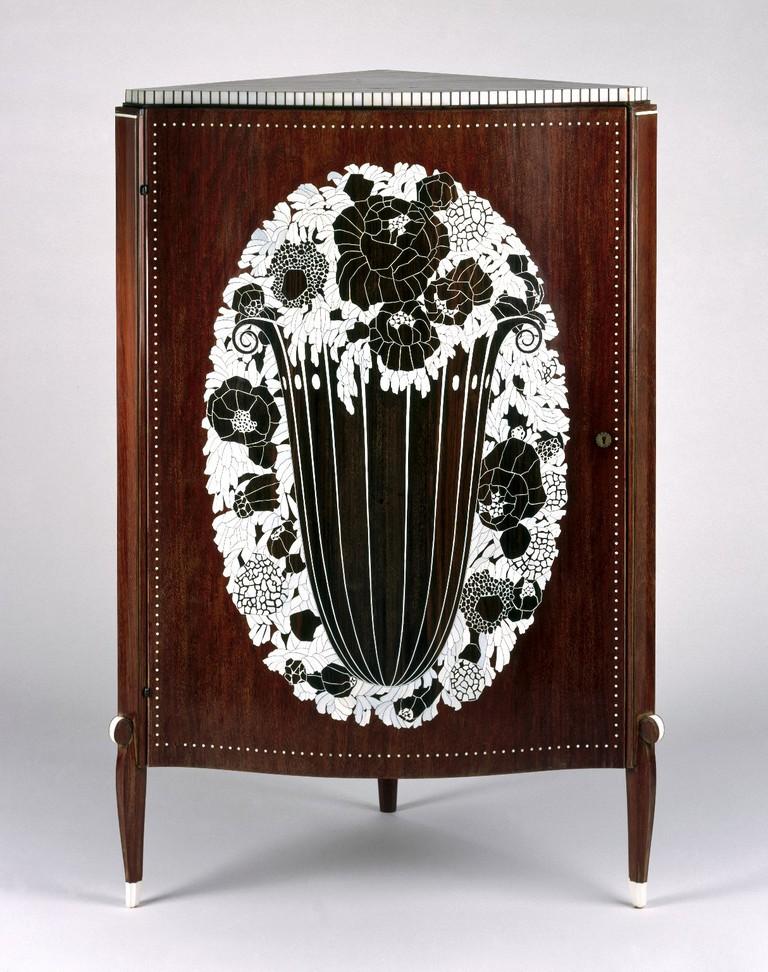 Émile-Jacques Ruhlmann, Corner Cabinet, ca. 1923 | © Brooklyn Museum/WikiCommons