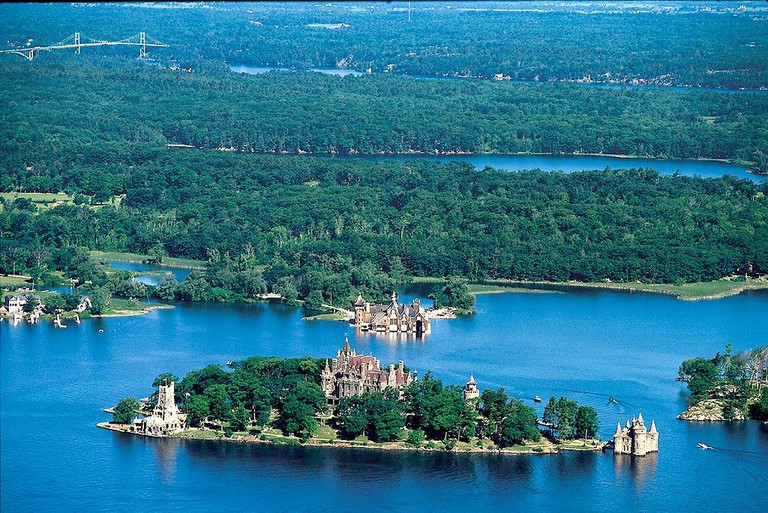 Aerial view of Boldt Castle and some of the Thousand Islands | © Teresa Mitchell/Wikicommons