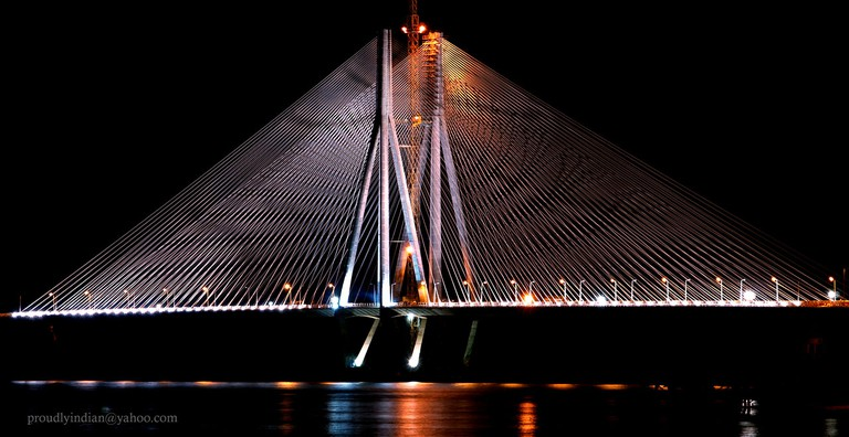 Night shot Bandra Worli Sealink/©Amit Kulkarni/Flickr