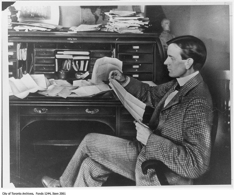 Joseph E. Atkinson at his first desk at the Toronto Star | © Toronto History/Flickr