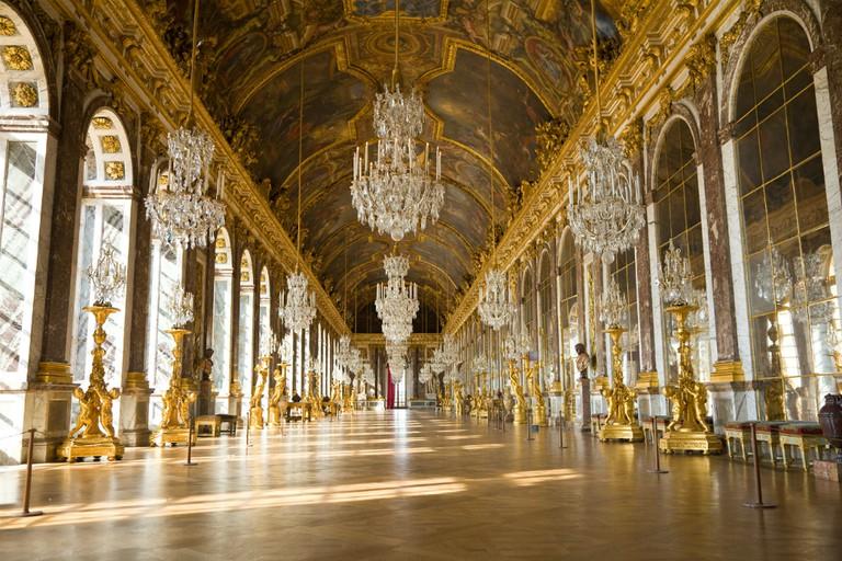 The Hall of Mirrors, Palace of Versailles | © Jose Ignacio Soto / Shutterstock.com