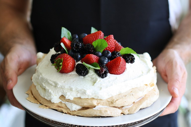 Mixed berries pavlova | © ponce_photography / Pixabay