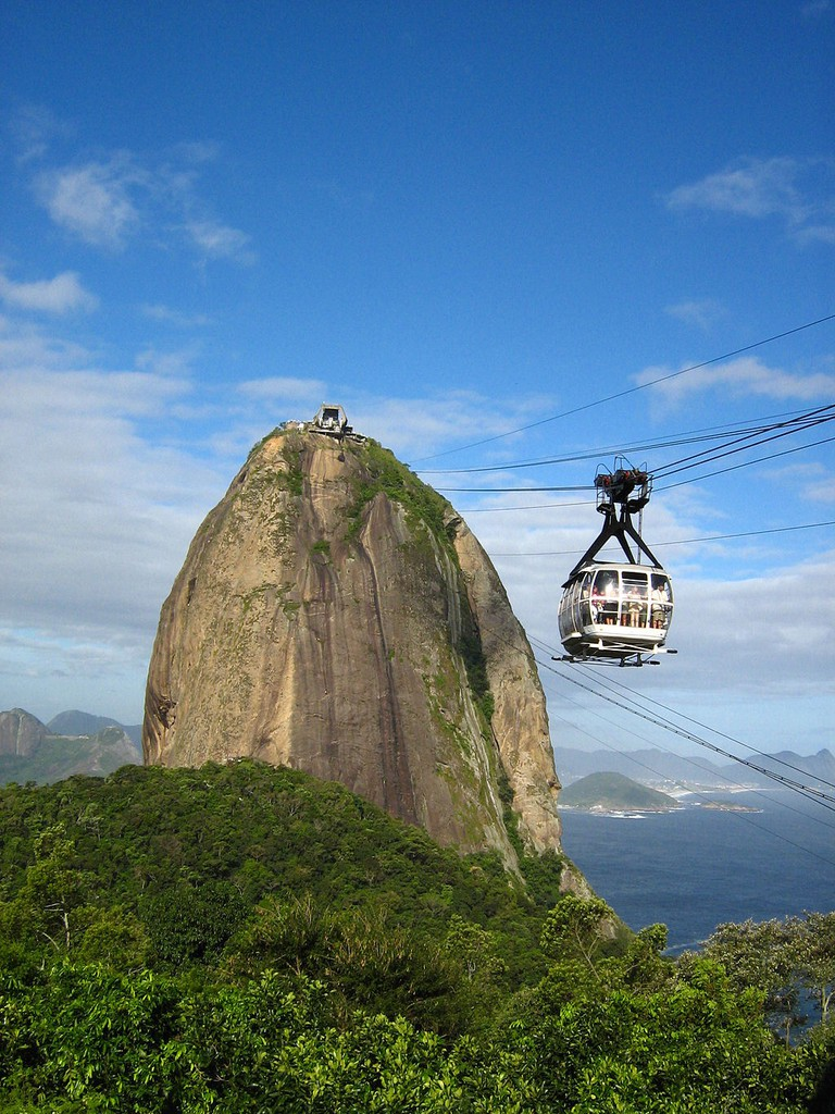 Cable cars up to Pao de Acucar (Sugarloaf)