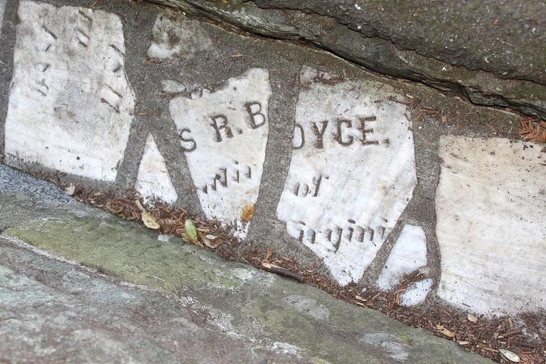 Headstones © Cirruspop/Wikipedia