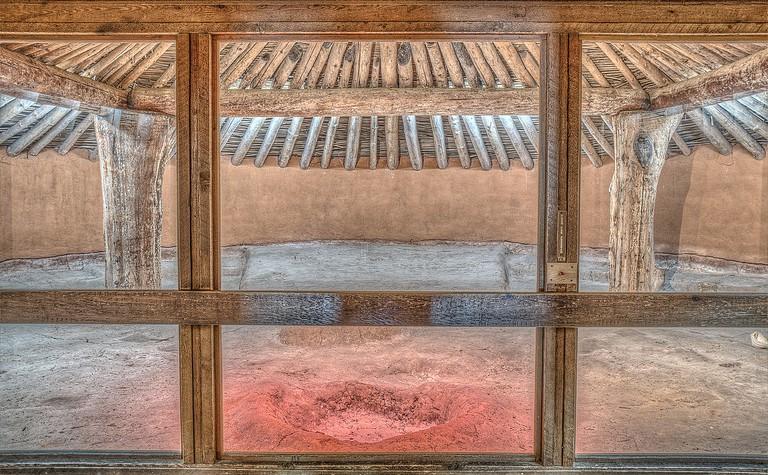 Interior of Earth Lodge | © Dsdugan/Wikicommons