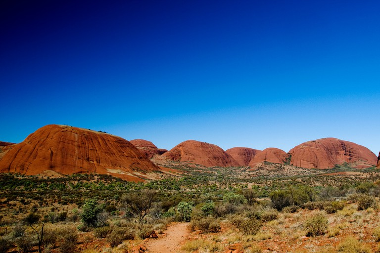 Hiking near Kata Tjuta | © nosha / Flickr
