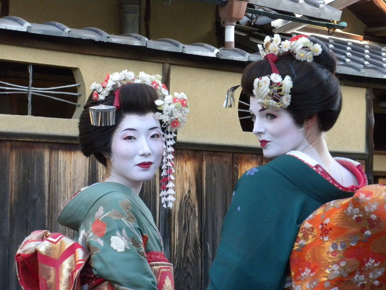 These women have paid to be made up like maiko and wander the streets   © np&djjewell/Flickr