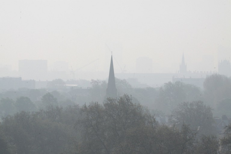 Smog over London, as seen from Primrose Hill, 2011|©Luton Anderson/Flickr