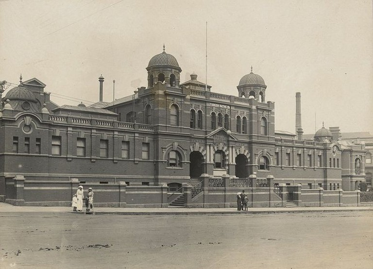 800px-Melbourne_City_Baths_1914
