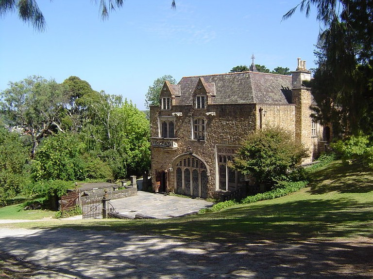 800px-The_Great_Hall_at_Montsalvat