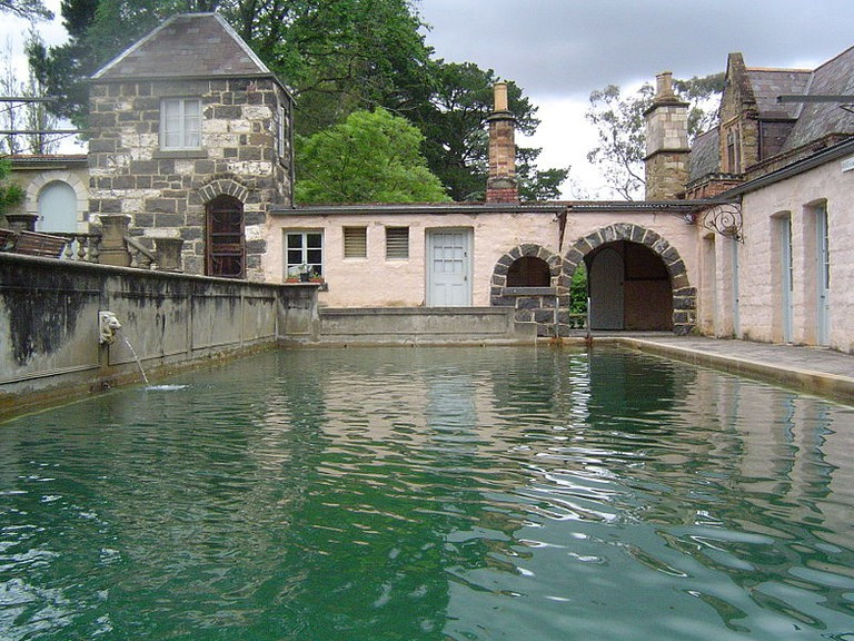 800px-The_Ornamental_Pond_in_Montsalvat