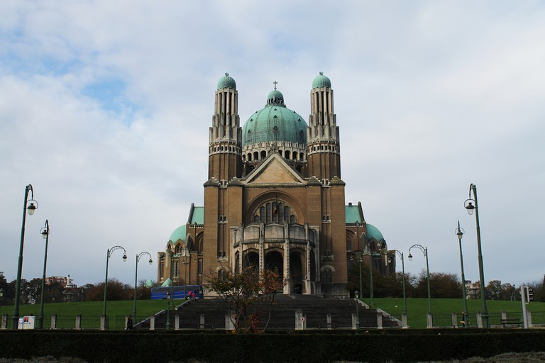 The fifth largest church in the world also houses the Museum of the Black Sisters and the Museum of Religious Modern Art | © elPadawan/Flickr