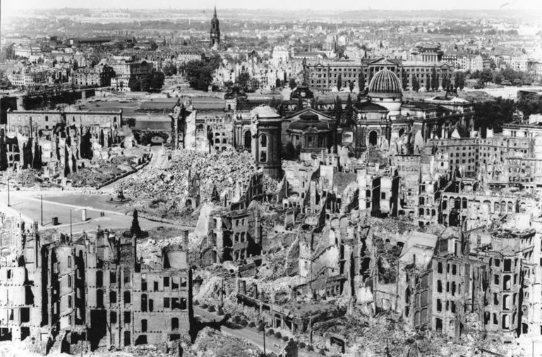 Dresden after WWII | © 32X (talk | contribs)